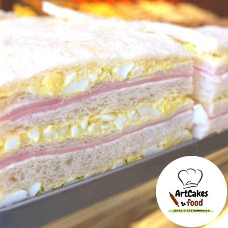 Sandwiches de miga Jamón y Huevo
