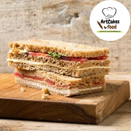Sandwiches de miga Jamón Serrano, Rúcula y Parmesano